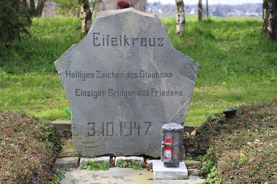 Gedenktafel am Eifelkreuz